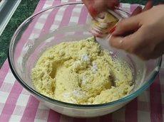 Видео рецепт кексов к чаю из творога в духовке